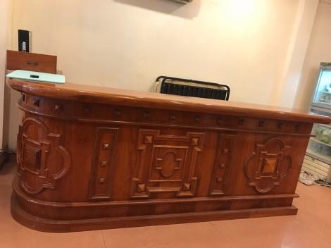 Quầy bar gỗ hương