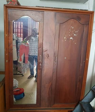 tủ quần áo cũ xưa
