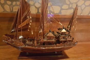 Thuyền rồng gỗ cẩm lai