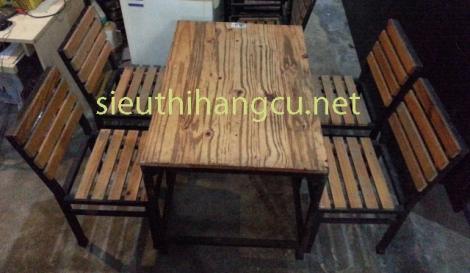 Bàn ghế gỗ chân sắt