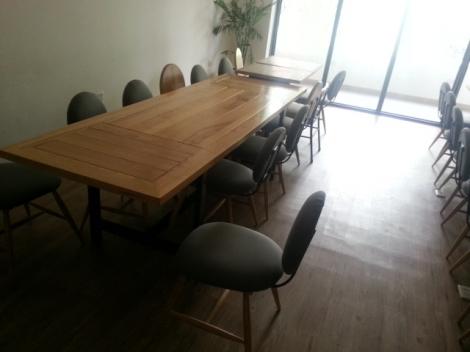 bàn ghế kiểu , mặt gỗ chân sắt